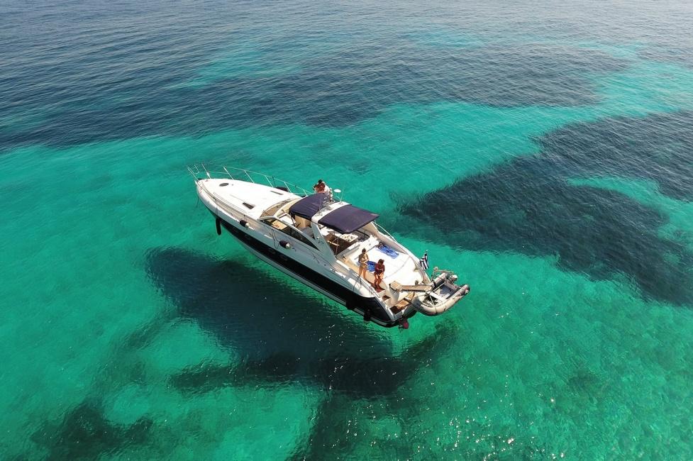 Яхта на Корфу (фото 2)